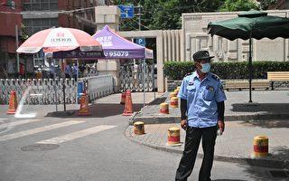 北京再爆疫情後,成都一些小區重新封門,圖為資料圖。 (Photo by NOEL CELIS/AFP via Getty Images)