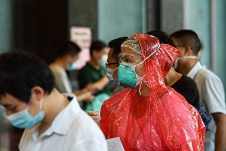 2020年6月15日,南京對曾到過北京的市民進行核酸檢測。(STR/AFP via Getty Images)