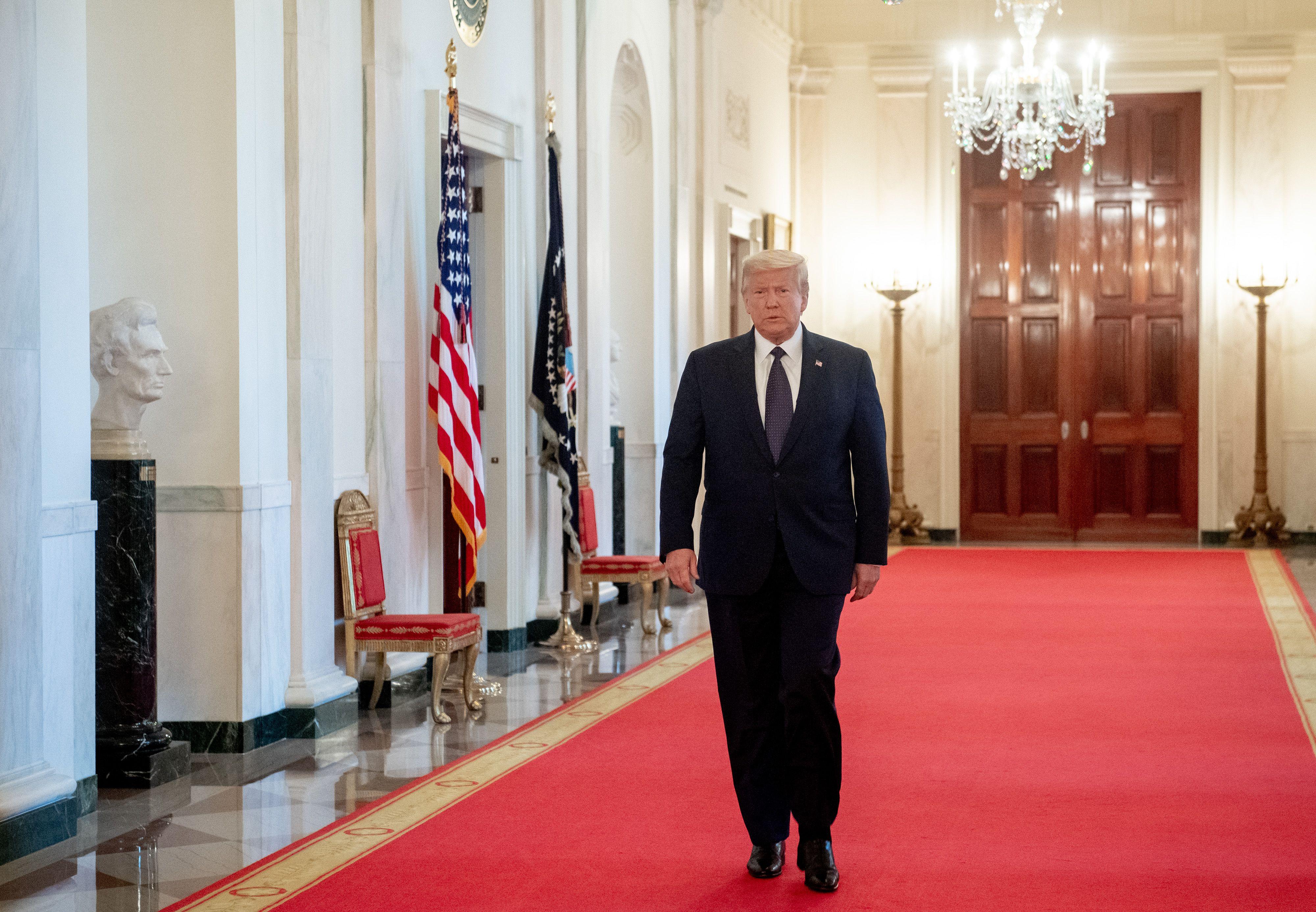 2020年6月17日,美國總統特朗普前往白宮東廳參加活動。(SAUL LOEB/AFP)