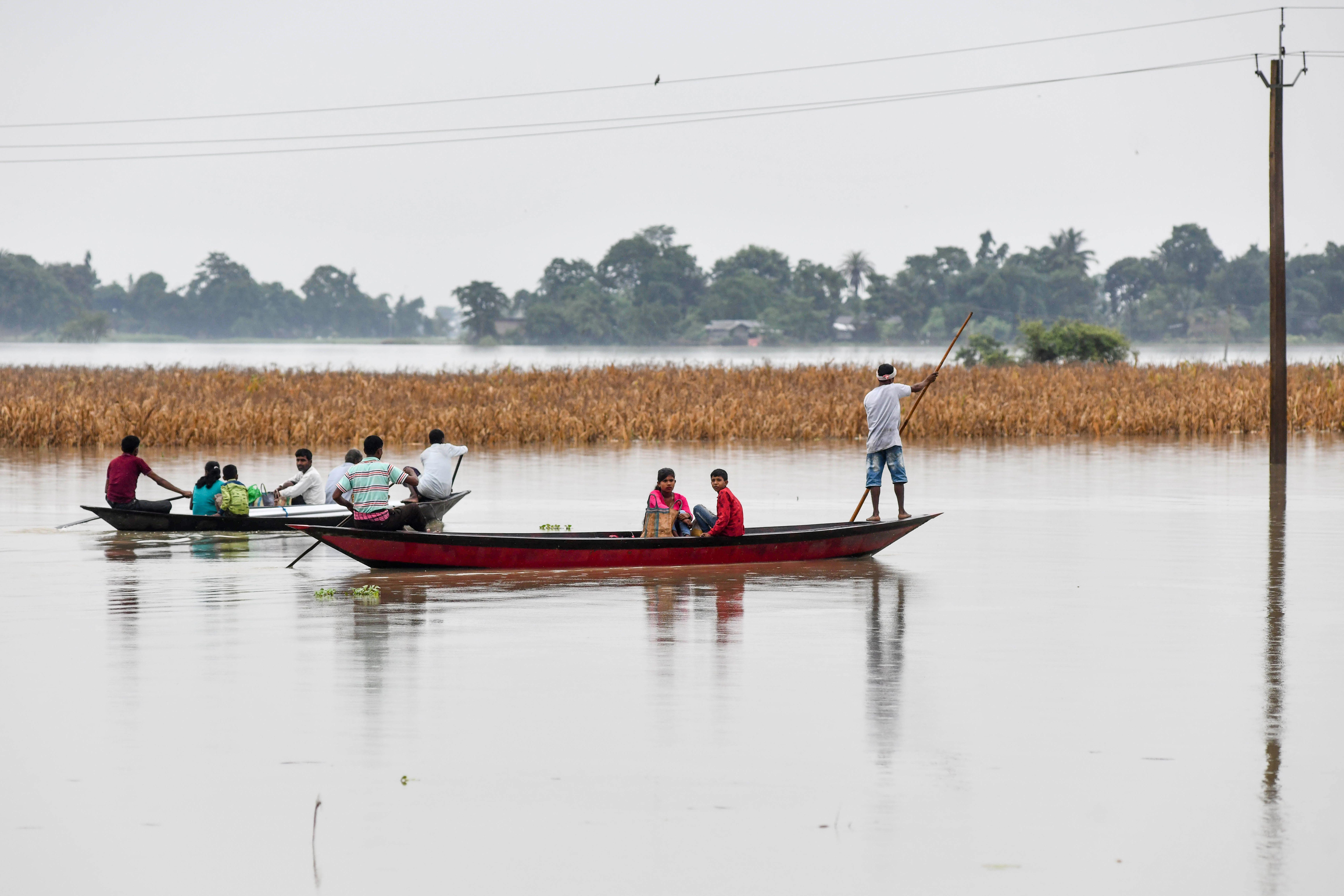 組圖:南亞第一大河決堤 印度百萬人逃離家園