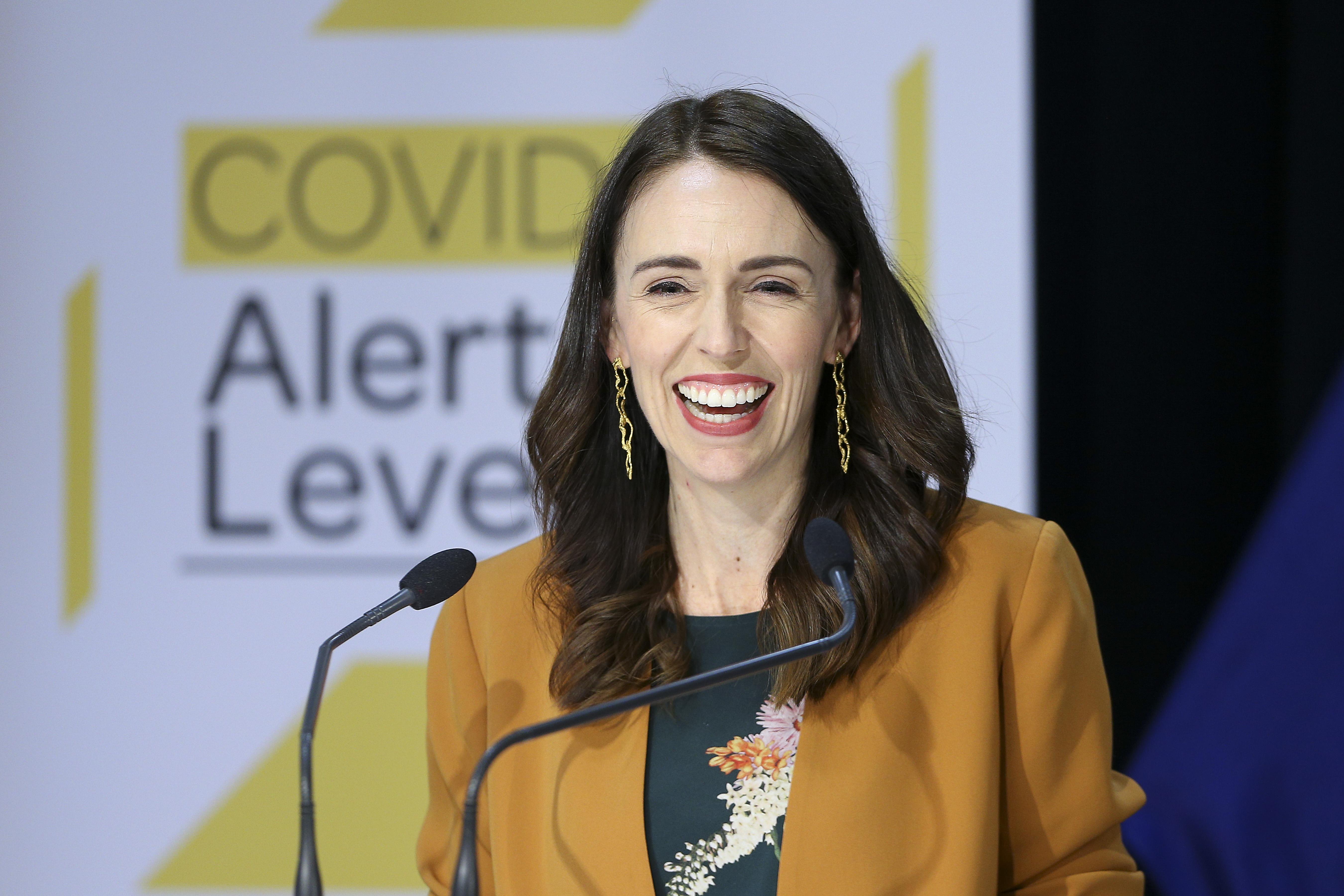 2020年6月8日,紐西蘭總理賈辛達·阿登(Jacinda Ardern)在國會的新聞發佈會上宣佈,該國中共病毒(武漢病毒)病例清零。(Hagen Hopkins/Getty Images)