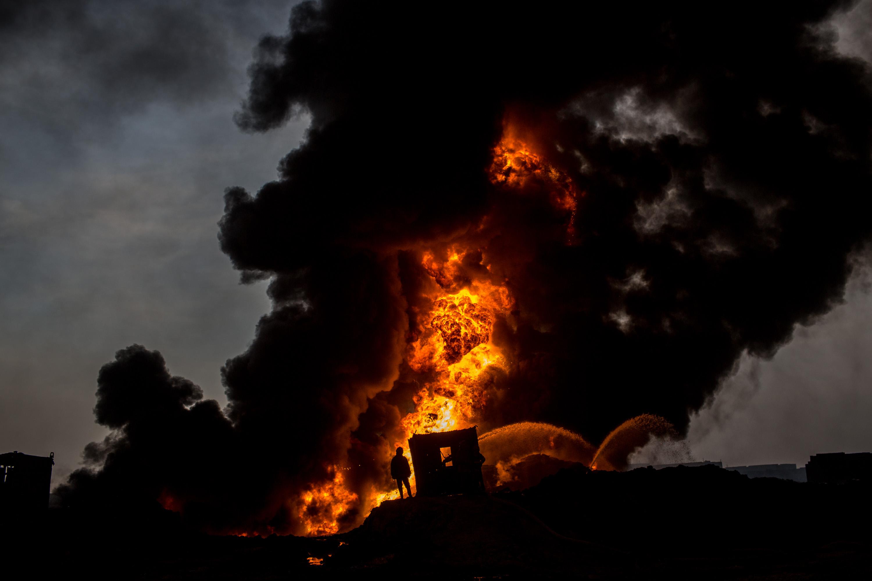 為撲滅油田大火祭猛招 俄羅斯動用反坦克砲