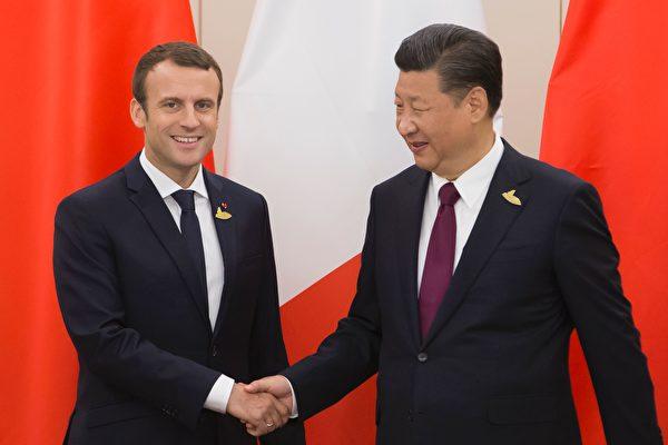 2017年7月德國漢堡舉行G20峰會期間,法國總統馬克龍與中國主席習近平會面。(IAN LANGSDON/AFP/Getty Images)