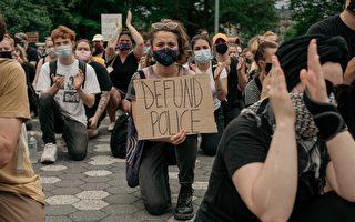 【名家专栏】美国骚乱中的下跪 是在玩火