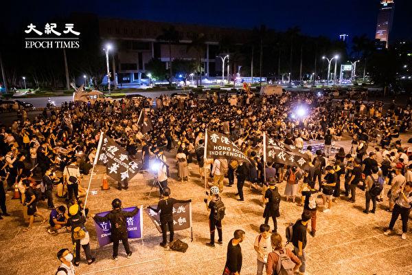 六四天安門事件31周年,「遍地燭光悼六四」活動6月4日晚間在台北中正紀念堂自由廣場前舉辦。(陳柏州/大紀元)