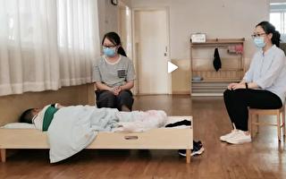 上海一家幼兒園復課,大班只有一個小男孩來上學。(視頻截圖)