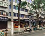西安四府街店铺招牌遭强改 市民吐槽像灵堂
