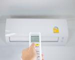 冷气吹不对容易肩颈僵硬、头痛,如何正确吹冷气、防生病?(Shutterstock)