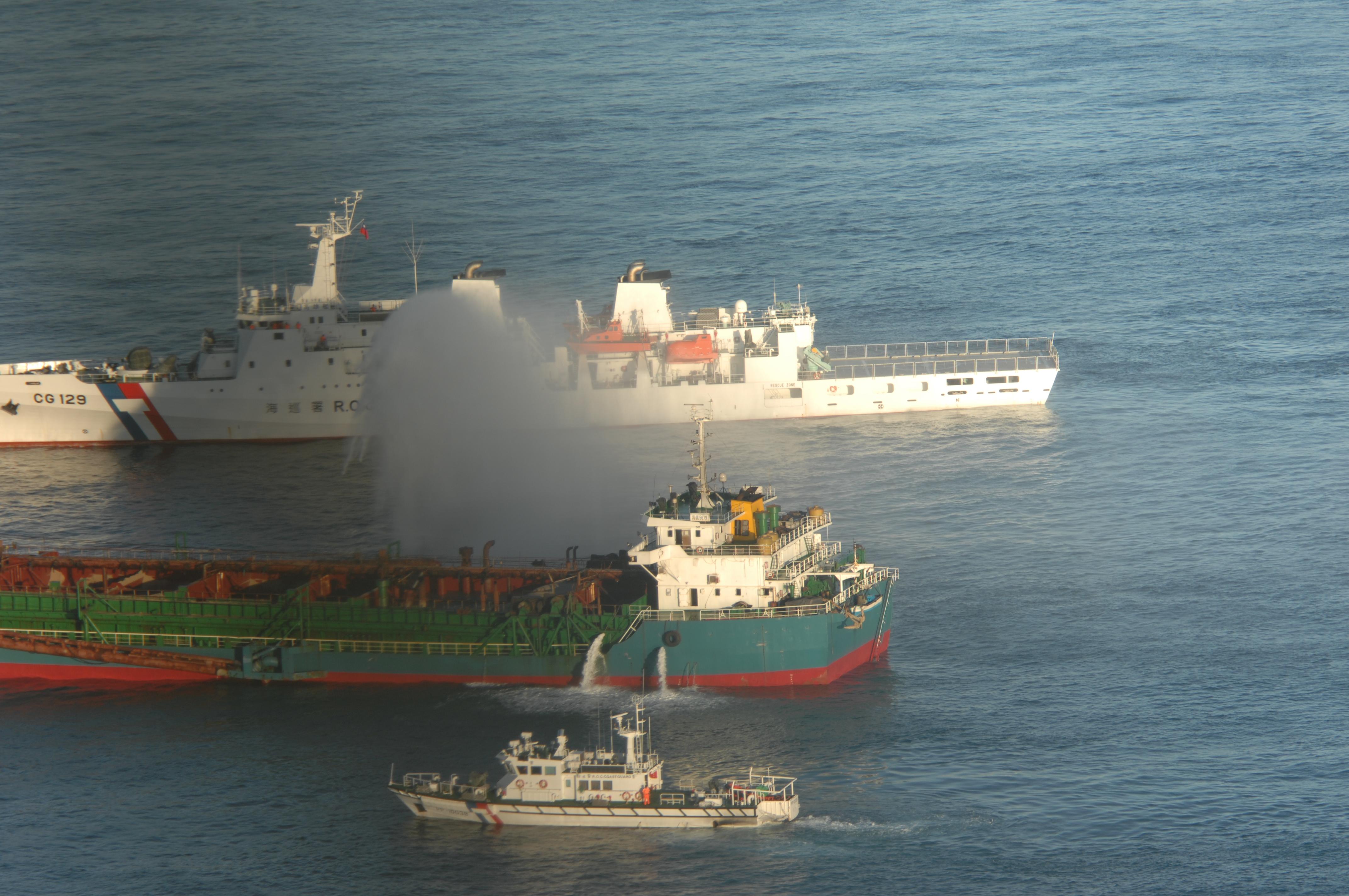 20餘中國船越界 台查扣1船押返10人送辦