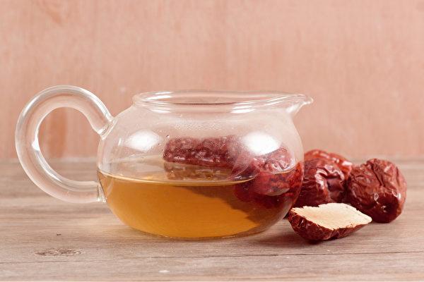 自己在家做簡單的天然面膜和養顏茶飲,可以幫你淡斑美白。(Shutterstock)
