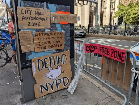 示威抗議者製作「市政廳自治區」(City Hall Autonomous Zone)、「無警察區」的標語和一些醜化警察的圖像。