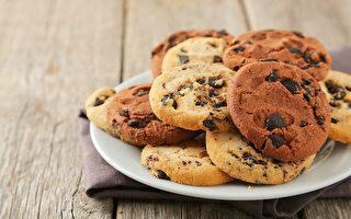 在吃飯時努力避開含膽固醇的食物,為何膽固醇還是降不下來?(Shutterstock)
