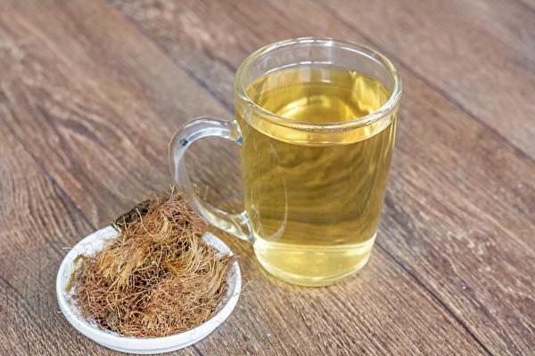 玉米须茶能帮助湿热体质的人消水肿。(Shutterstock)