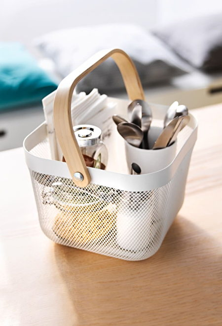RISATORP置物籃有多種顏色可選擇,適中的尺寸大小可應用於各式空間,一物多用且外觀設計簡約有質感是受歡迎的最大原因。