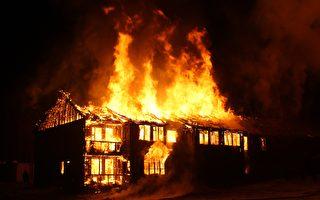 美清潔隊員發現民宅失火 衝進去救老年夫婦