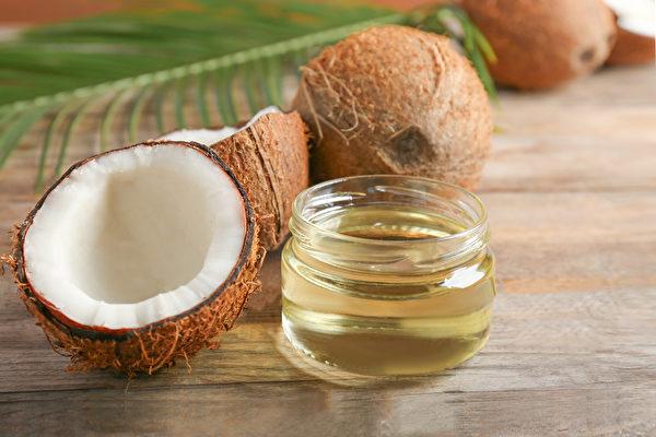 油拔法就是用油漱口,拔出口腔內細菌,從而預防和改善牙齦發炎、口臭等許多口腔疾病。(Shutterstock)