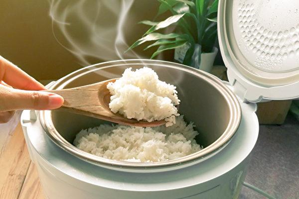 減肥不是不能吃澱粉,而是要慎選,郭育祥認為白米飯就是很好的選擇。(Shutterstock)