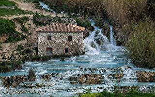 義大利老式磨坊旁的瀑布溫泉 熱門打卡地點