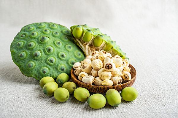 助眠食物莲子有宁心安神的功效,适合心烦、心悸及肠胃不好引起的失眠。(Shutterstock)