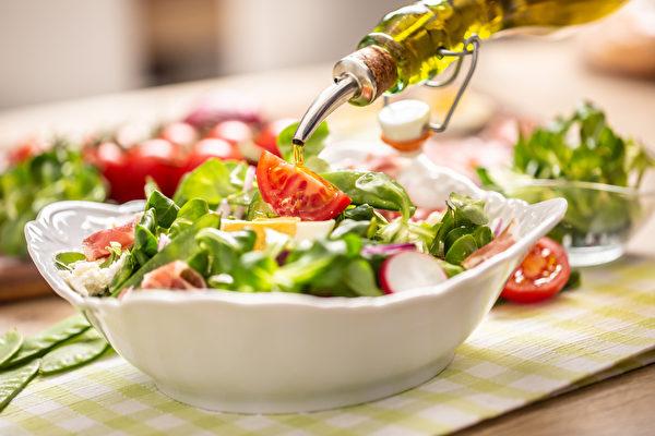 为了橄榄油的健康效果,还是推荐享用冷的橄榄油。(Shutterstock)