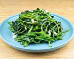地瓜叶营养丰富,从猪食变成常见的美味菜肴,而且有护眼益处。(Shutterstock)
