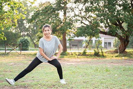 大家大概会在35岁时达到一生中的巅峰最大骨量,怎样预防骨质疏松?(Shutterstock)