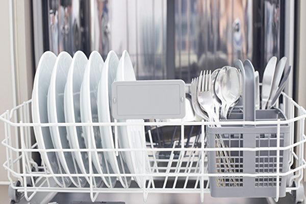 烘碗機裡的黴菌,可不能小覷,經常接觸黴菌容易生病。(Shutterstock)