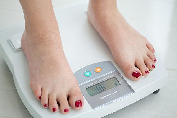 嚴格減糖後,最快改善的是體脂肪。(Shutterstock)