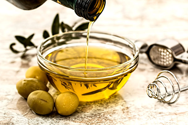 膽固醇高的人,料理用油可選用含Omega-9的橄欖油。(Shutterstock)