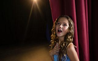 美达人秀评审找碴 12岁女孩连唱3次终过关