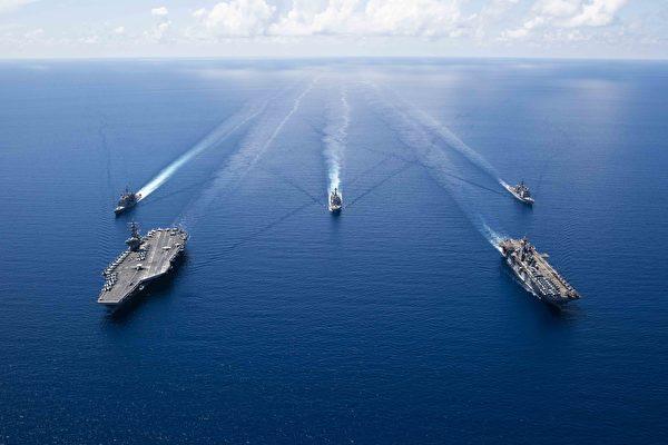 美双航母再次在南海军演 以保持战备状态