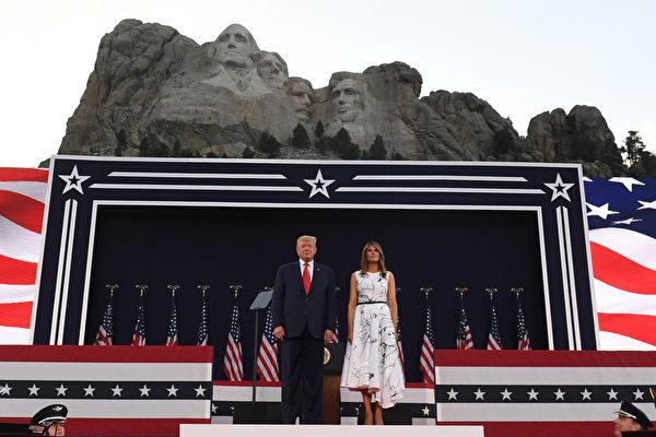 川普总统山讲话 庆祝美国自由 捍卫遗产
