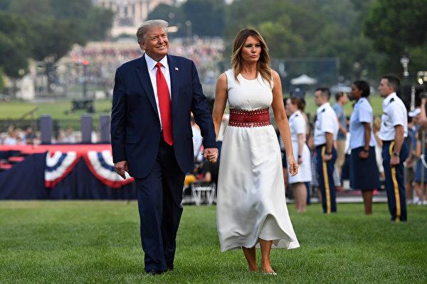 特朗普夫婦參加美國獨立日慶典。(SAUL LOEB / AFP)