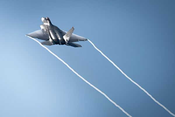 美国海军和空军的战机飞行员有何不同?