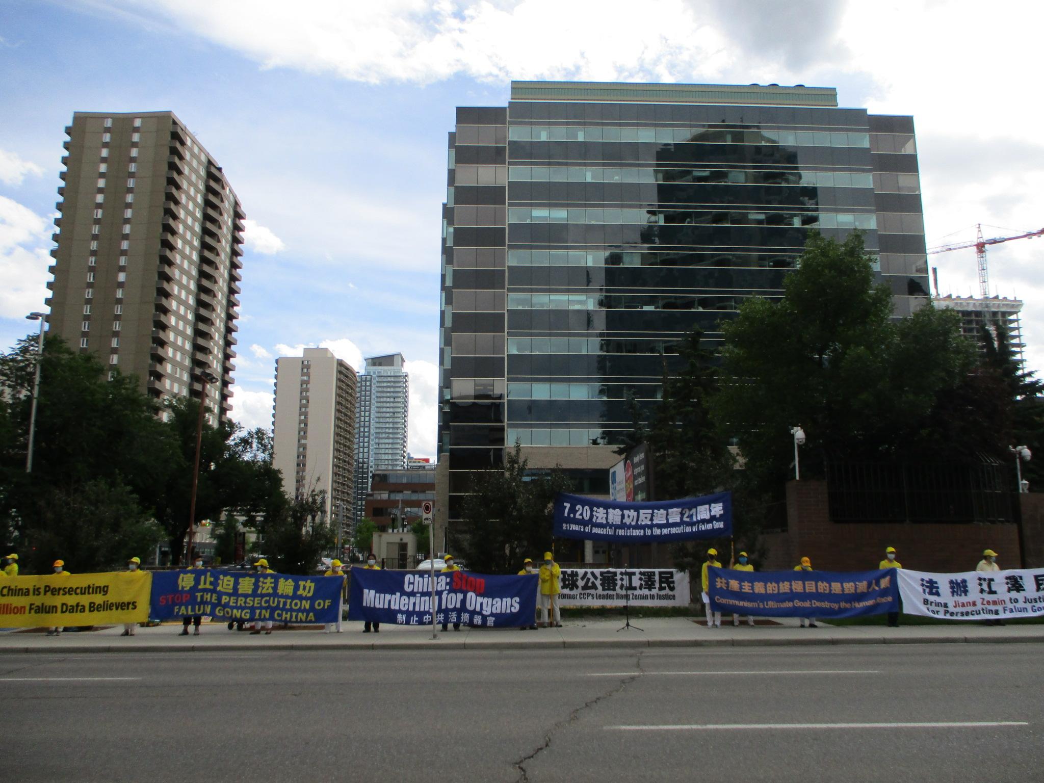 「中共罪惡必被追究」加拿大卡城法輪功集會反迫害