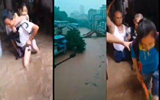 长江上游暴雨,万州洪水淹到居民楼道门了,民众趟洪水逃命。(视频截图合成)