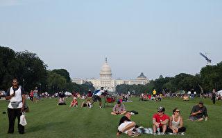 美国独立日 首都民众观看烟花庆节日