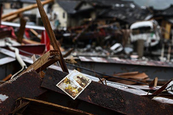 2020年7月10日,強暴雨造成的洪水摧毀了該地區,熊本縣久馬村的房屋被毀。(CHARLY TRIBALLEAU/AFP via Getty Images)