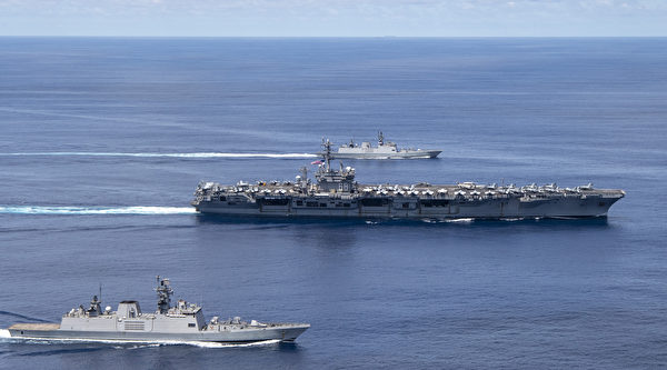 7月20日,美國海軍尼米茲號航母(USS Nimitz)戰鬥群和印度海軍軍艦在安達曼-尼科巴群島(Andaman and Nicobar islands)附近舉行聯合軍演。(U.S. Navy photo by Mass Communication 2nd Class Donald R. White Jr.)