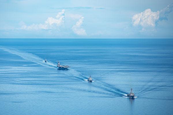 日本海上自衛隊(JMSDF)、澳洲國防軍(ADF)和羅納德·列根航母戰鬥群在菲律賓海域進行三方聯合軍事演習。(美國海軍網站提供)