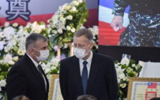 AIT处长悼念台陆战殉职官兵:向两英豪致敬