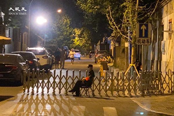 组图:天安门附近 七一晚上交通管制行人稀少