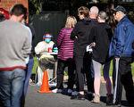 人們排隊等待中共病毒檢測