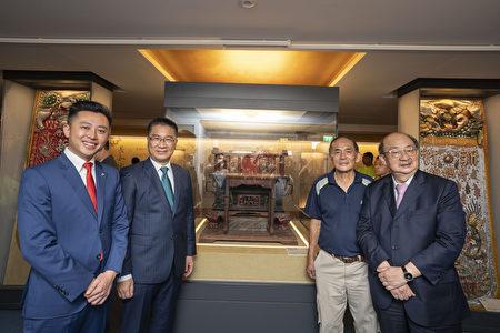 左起市長林智堅、內政部長徐國勇、主委楊金土、立委柯建銘與鑾轎合影