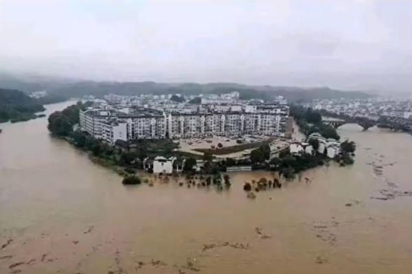 洪水肆虐重慶22區縣 經濟損失2.4億