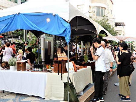 「茶の森」露天茶聚、音樂、茶市集,活動串聯12家茶藝商店共同舉辦。
