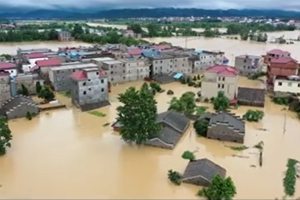 中共黨媒「賣萌」報道洪災 引網民怒批