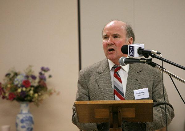 2006年8月21日,歐洲議會副主席愛德華.麥克米蘭-史考特(Edward McMillan-Scott)和前加拿大外交部亞太司司長大衛·喬高(David Kilgour)在墨爾本托馬斯.摩爾中心舉辦中共活摘法輪功學院器官報告會,圖為Peter Westmore在主持會議。(陳明/大紀元)