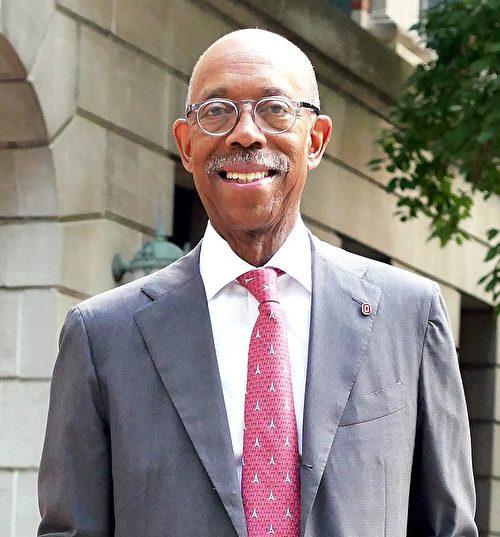 加大董事选出152年首位黑人总校长