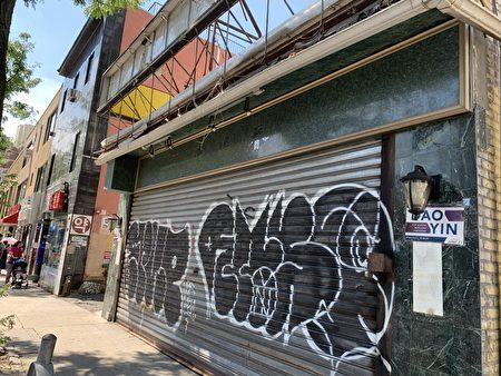 在法拉盛開設了26年的老字號「鹿鳴春」永久關門,招牌已拆除。